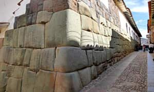 la-piedra-de-los-12-angulos-cusco