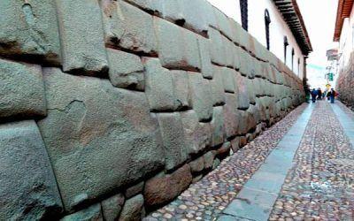 La piedra de los 12 ángulos – Cusco